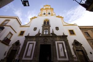 1200px-Iglesia_de_Santa_Cruz_de_Sevilla
